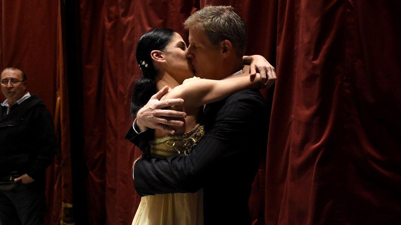 El momento más romántico. Instantes después del final del espectáculo, Herrera se fundió en un beso con su novio, Matías Elicagaray