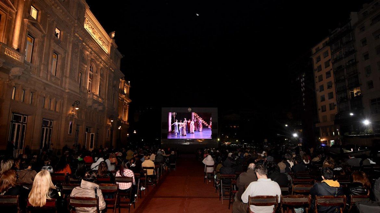 El show pudo verse de manera gratuita y en pantalla gigante en la Plaza del Vaticano