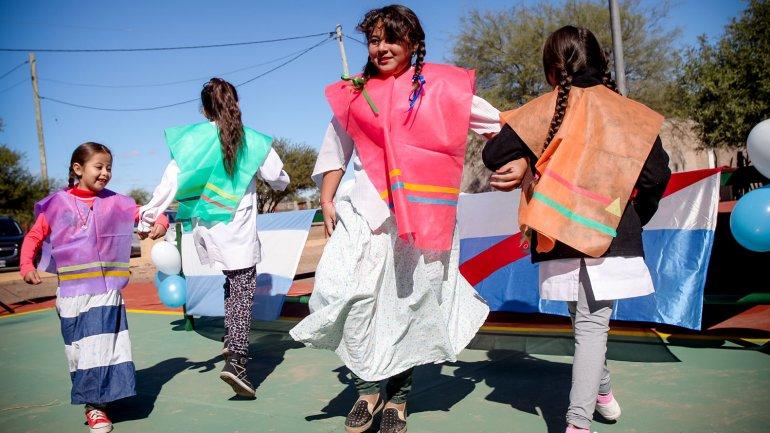 Los alumnos de la escuela celebraron con un carnavalito