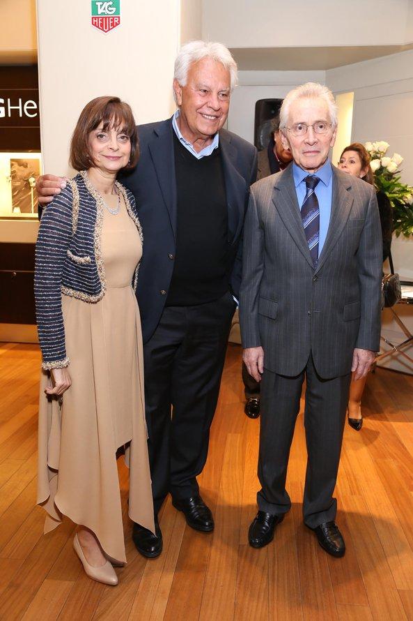 Claudia Stad junto a Felipe González, ex presidente del Gobierno de España, y al escritor Marcos Aguinis