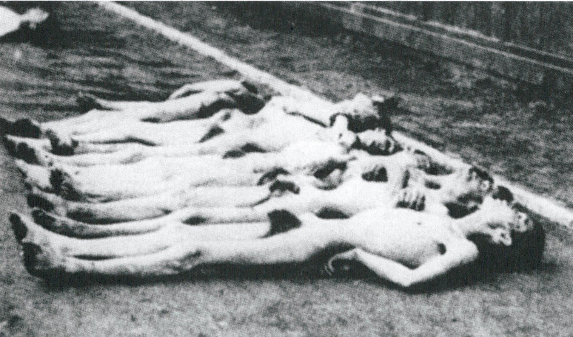Algunos de los nueve mil prisioneros de guerra soviéticos asesinados en Sachsenhausen en septiembre y octubre de 1941. La imagen fue tomada de modo encubierto por un recluso.