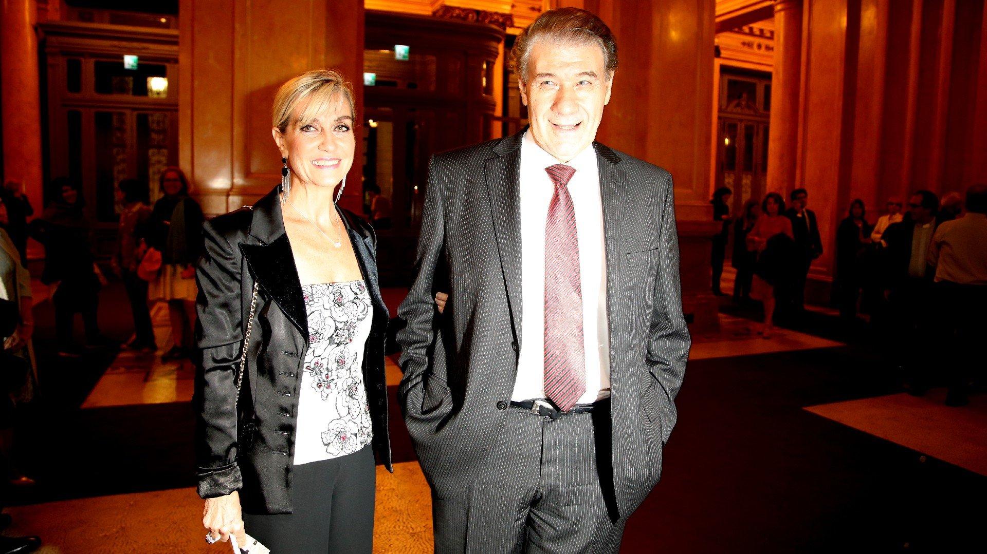 El periodista Vìctor Hugo Morales y su esposa