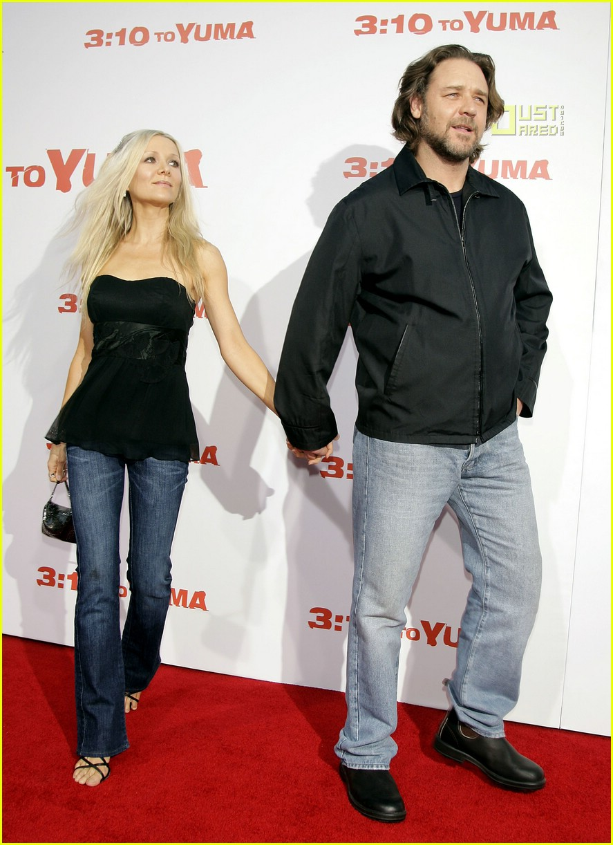 Russell Crowe Catches 310 To Yuma Premiere Photo