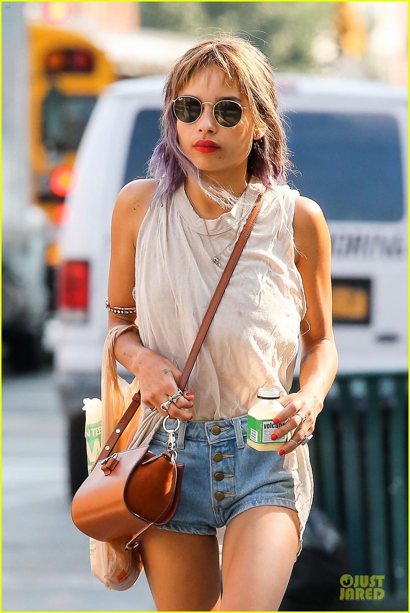 zoe kravitz purple hair in new york 02