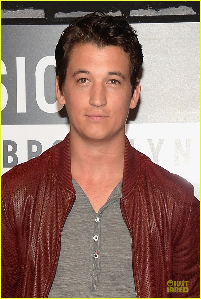 miles teller mtv vmas 2013 red carpet 04