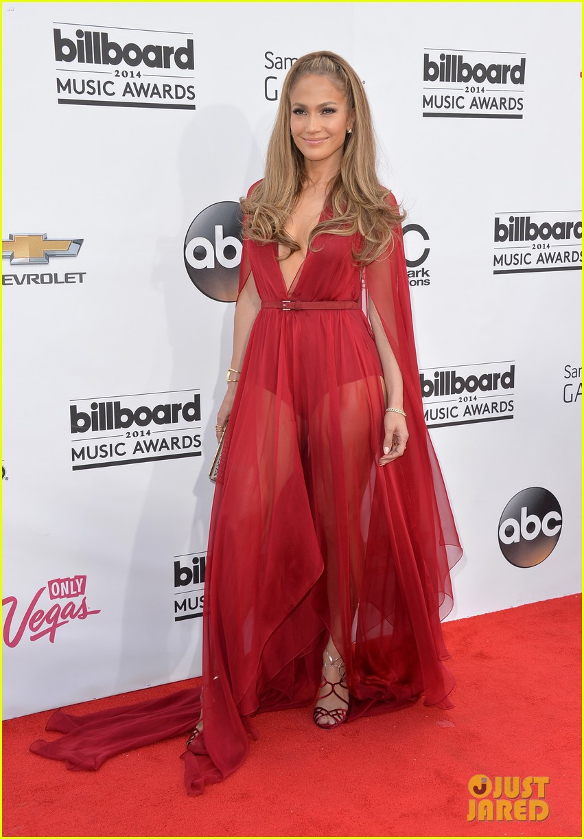 jennifer lopez casper smart billboard music awards 2014 red carpet 04