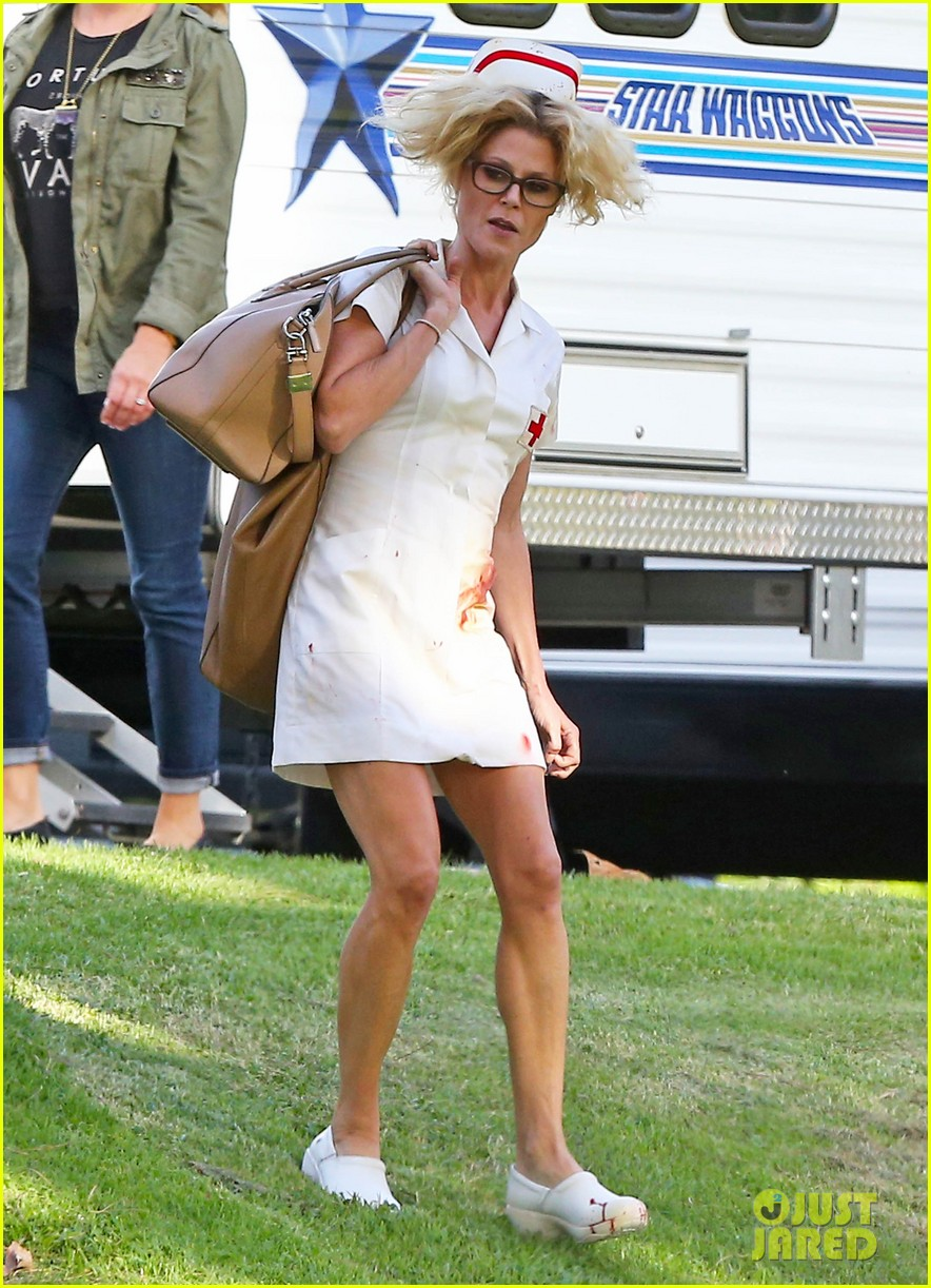 Sarah Hyland Amp Ty Burrell Get Ready For The Modern Family