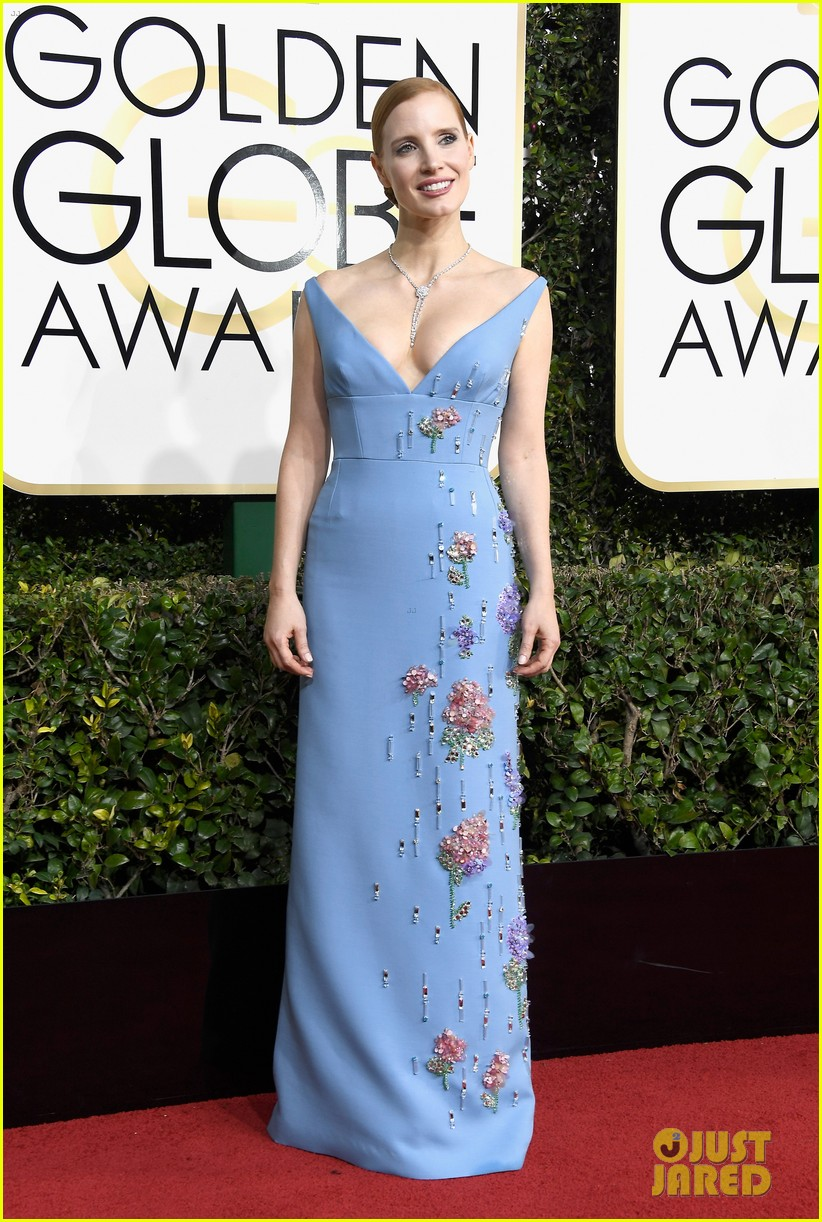 jessica chastain golden globes 2017 red carpet 023839110