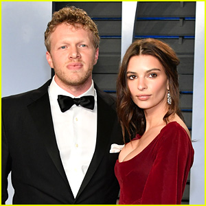 http www justjared com 2018 03 21 emily ratajkowski sheds her clothes for sexy pic posing for hubby sebastian bear mcclard