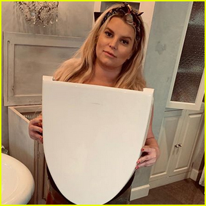Pregnant Jessica Simpson Reveals She Broke the Lid Off Her Toilet!