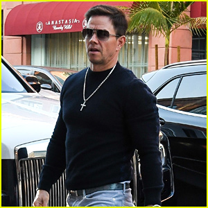 Mark Wahlberg Shows Off Buff Bod in Tight-Fitting Shirt
