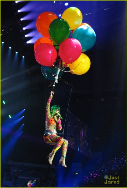 https://i2.wp.com/cdn02.cdn.justjaredjr.com/wp-content/uploads/pictures/2014/05/katy-allcost/see-all-of-katy-perry-crazy-prismatic-tour-costumes-here-06.jpg?resize=418%2C617