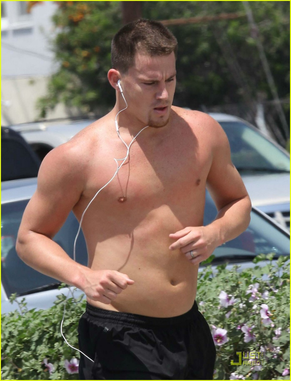 Channing Tatum Goes Shirtless Running Photo 1910641