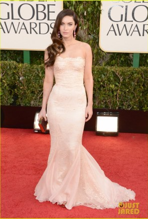 https://i2.wp.com/cdn03.cdn.justjared.com/wp-content/uploads/2013/01/gox-gg/megan-fox-golden-globes-2013-red-carpet-with-brian-austin-green-05.jpg?resize=295%2C436