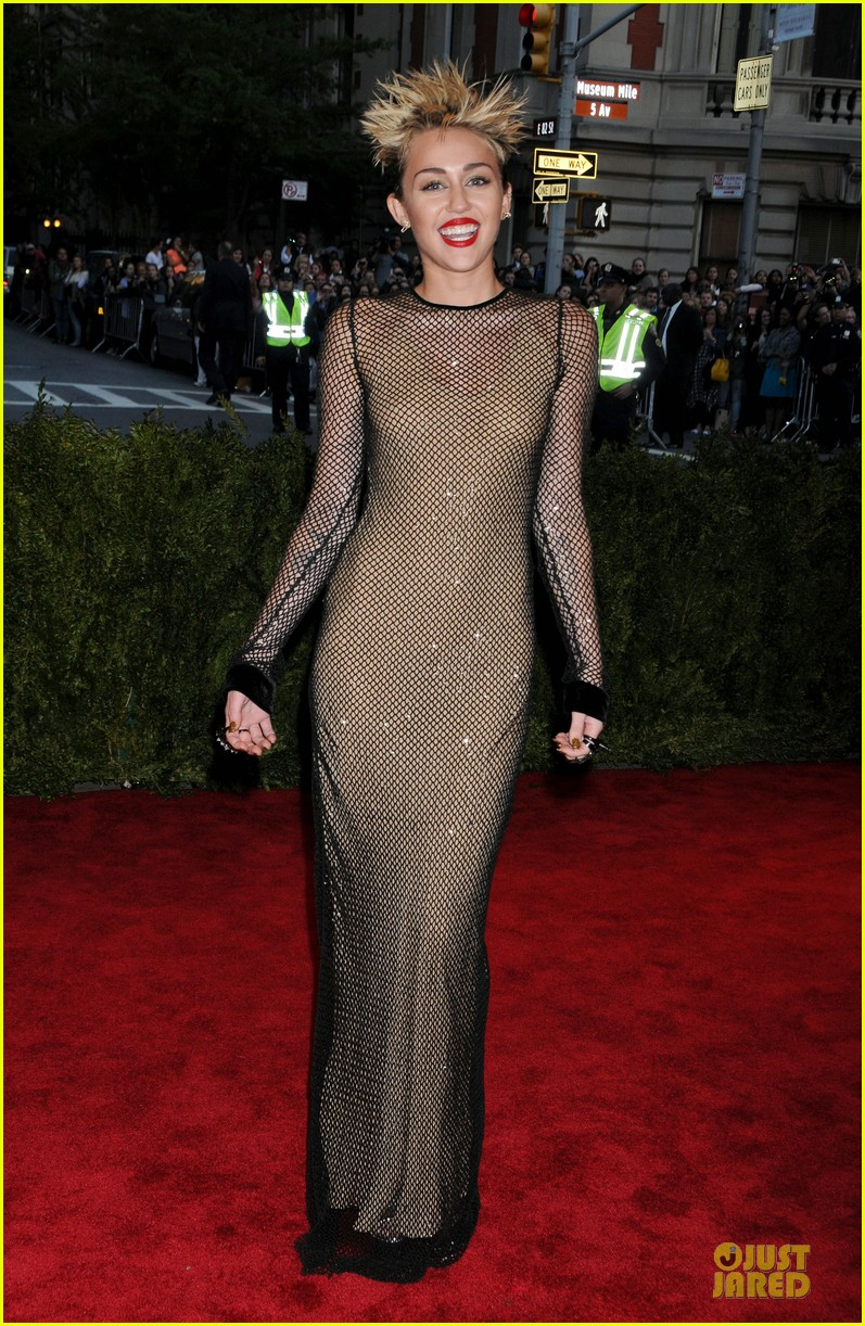 Miley Cyrus in Marc Jacobs at the 2013 met Gala