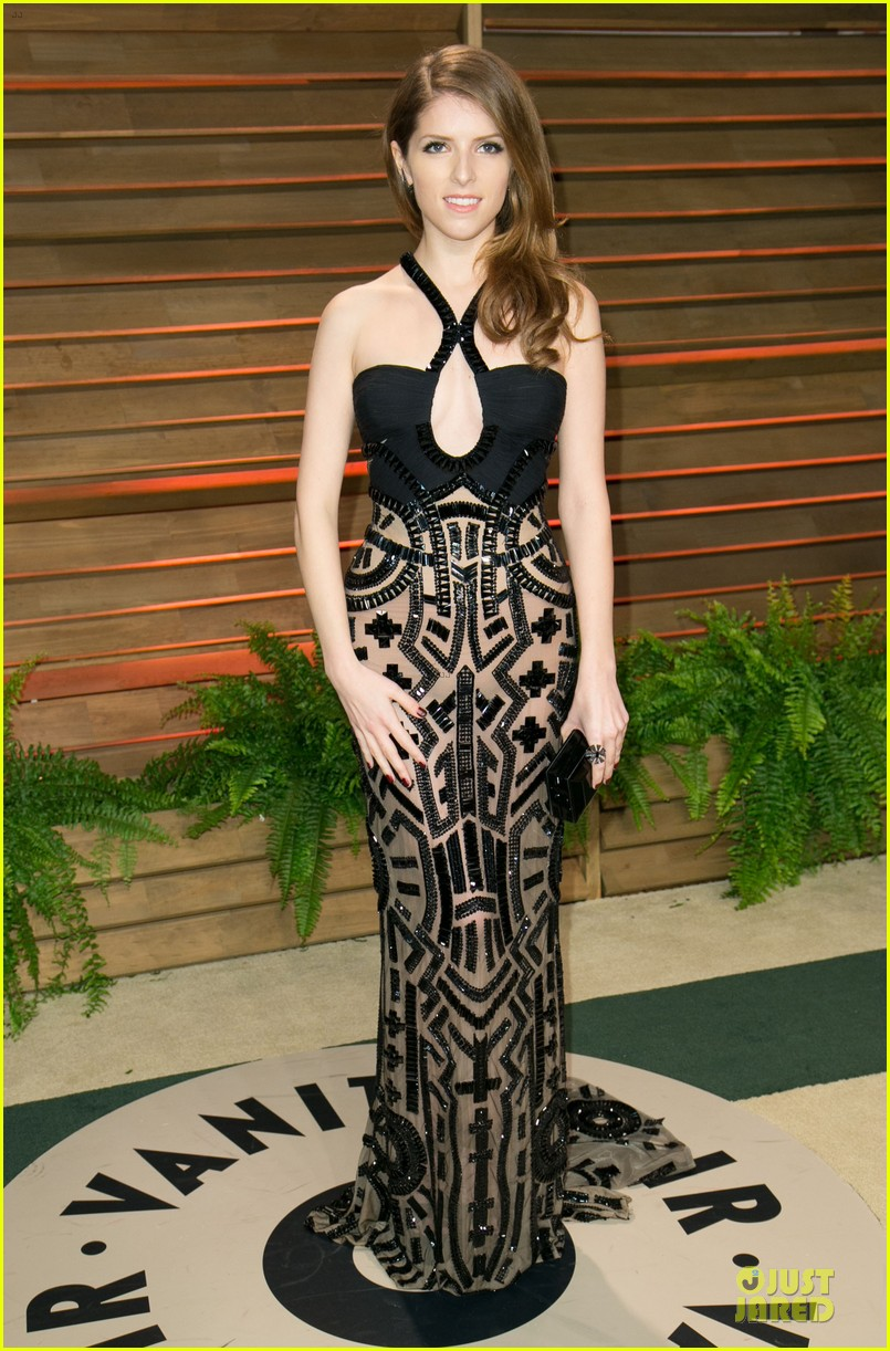 anna kendrick transforms into sexy intricate babe at vanity fair oscar party 2014 03