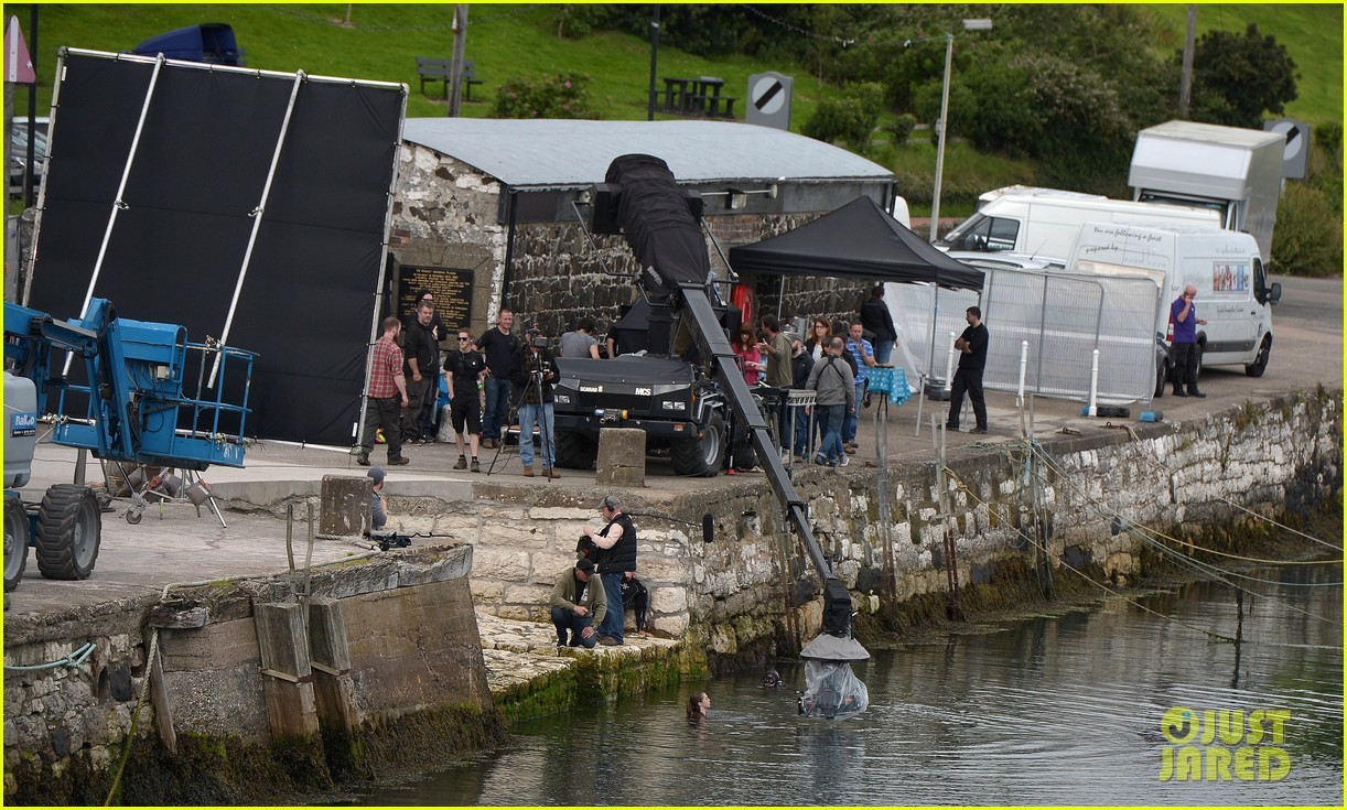 Maisie Williams Films In The Water For Game Of Thrones