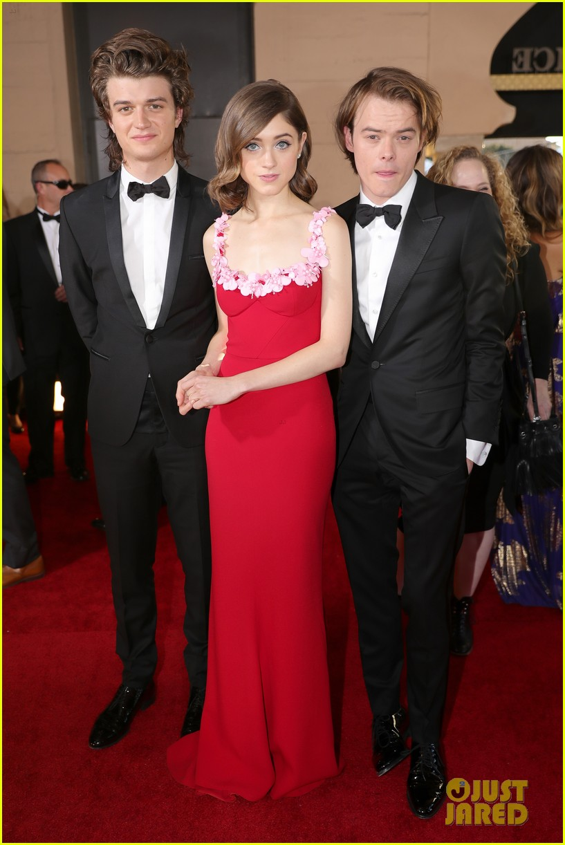 shannon purser natalia dyer joe charlie sag awards 043849583
