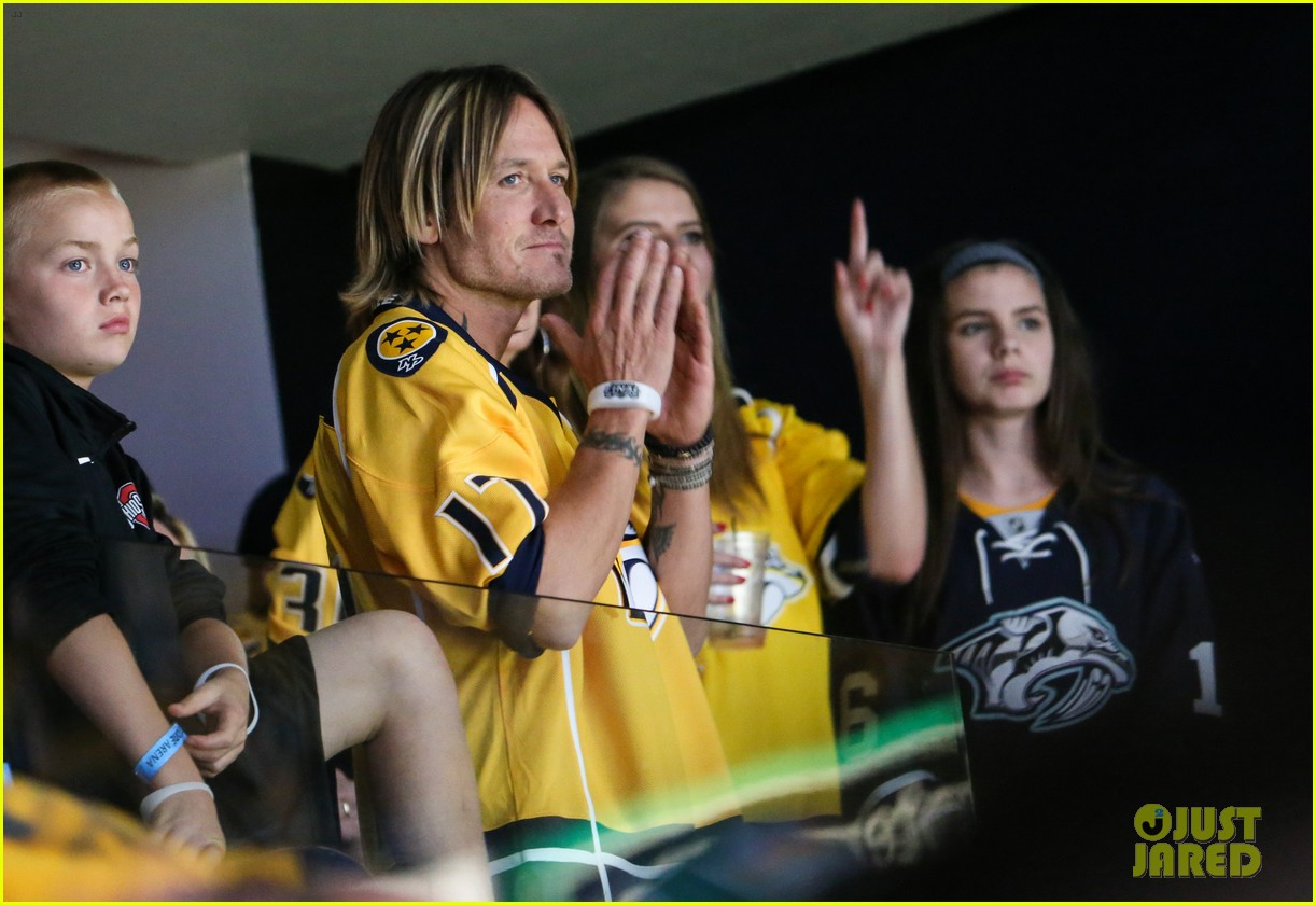 nicole kidman and keith urban rock jerseys at stanley cups final 033909008