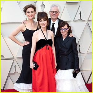 Sisters Zooey & Emily Deschanel Support Dad Caleb at Oscars 2019