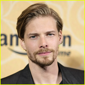 Hunter Parrish to Star in 'Jane The Virgin' Spin-off Series!