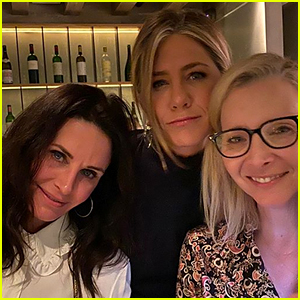 Jennifer Aniston Shares a 'Friends' Selfie With Courteney Cox & Lisa Kudrow!