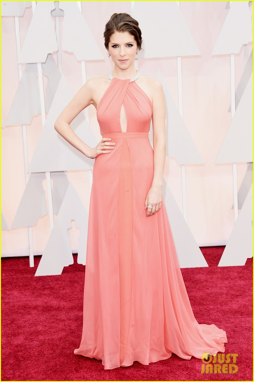 anna kendrick oscars red carpet 2015 01