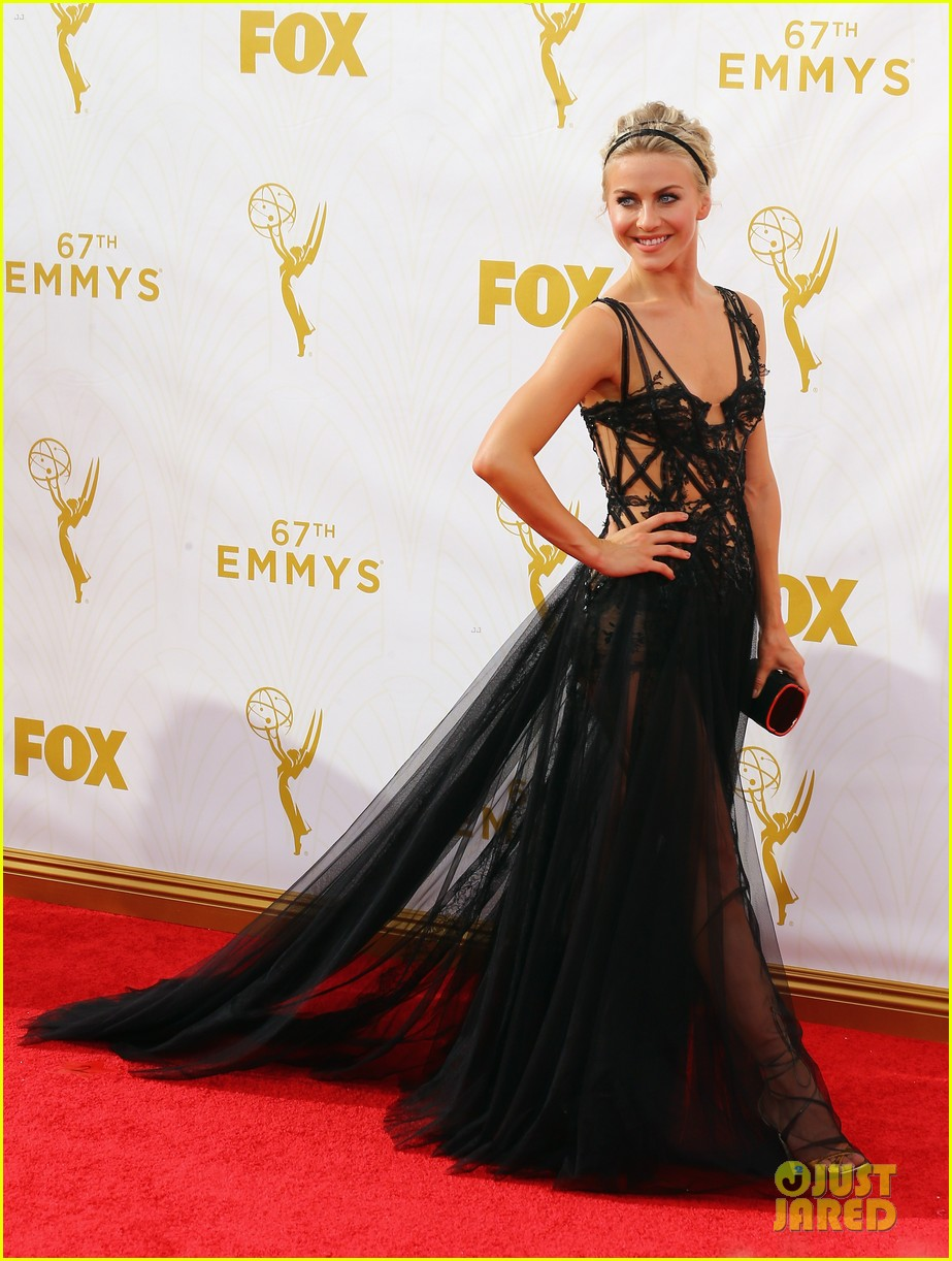 julianne derek hough emmy awards red carpet 02
