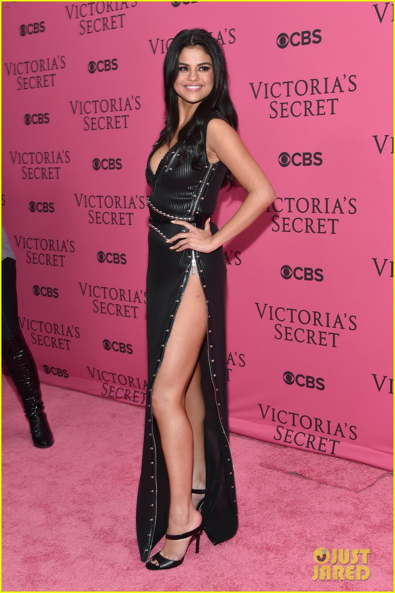 selena gomez legs for days victorias secret fashion show red carpet 03