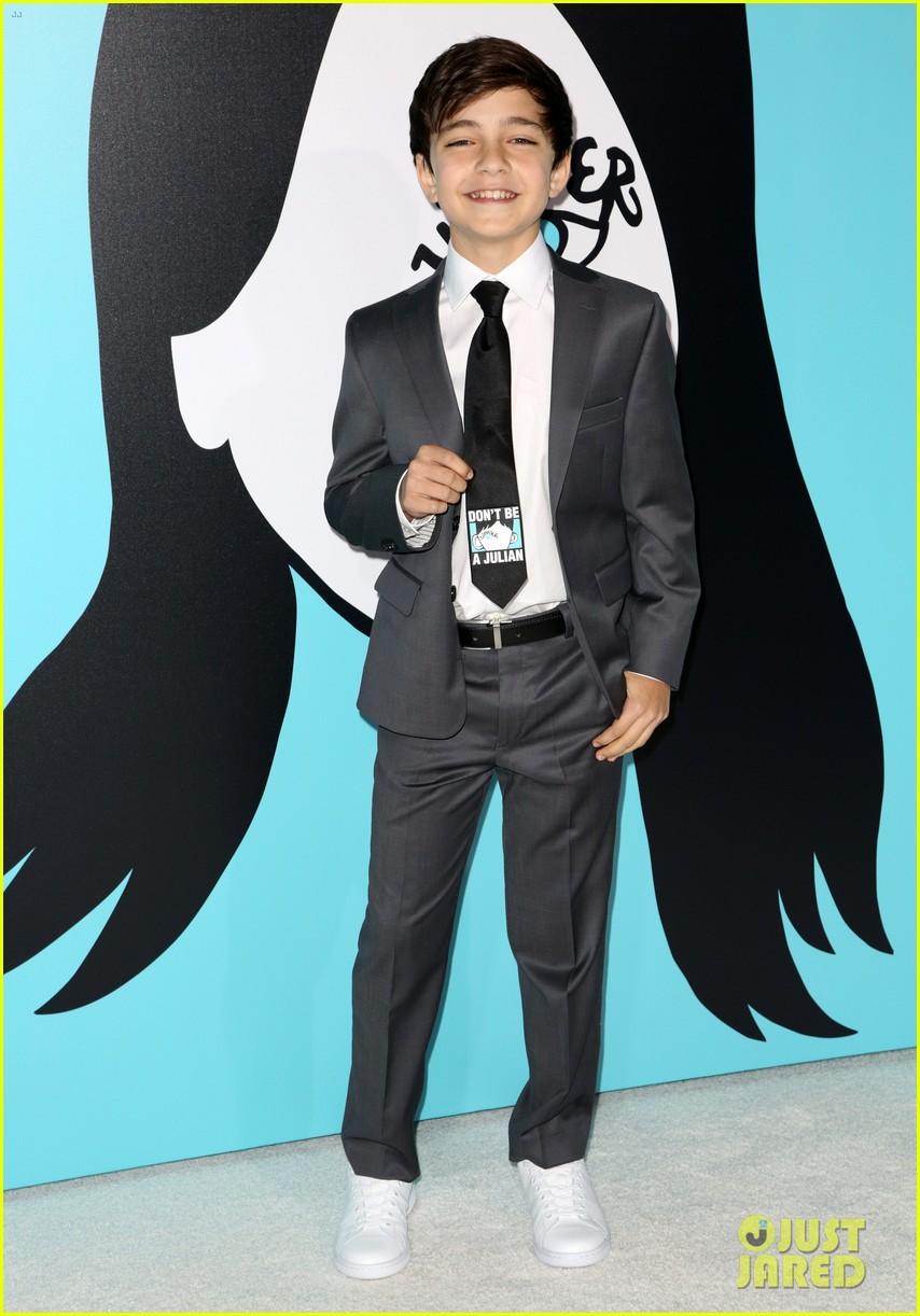 Owen Wilson Amp Jacob Tremblay Suit Up For Wonder Premiere
