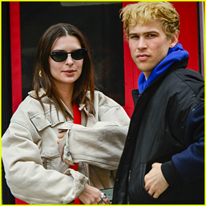 Emily Ratajkowski Hangs Out with Tommy Dorfman in NYC!