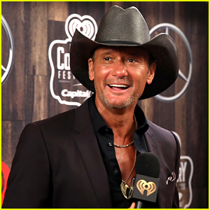 Shirtless Tim McGraw Shows Off His Ripped Abs at 52!