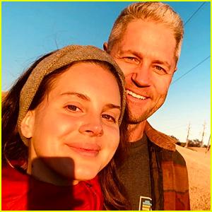Lana Del Rey & Boyfriend Sean Larkin Share a Cute Selfie Together!