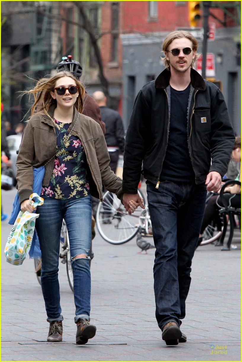 Elizabeth Olsen Amp Boyd Holbrook Holding Hands In SoHo