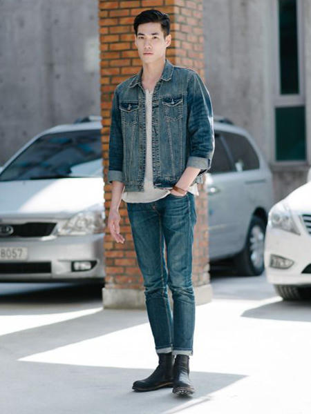 不同牛仔褲該怎麼穿搭?「從深到淺」5個單寧顏色搭配教學! | manfashion這樣變型男