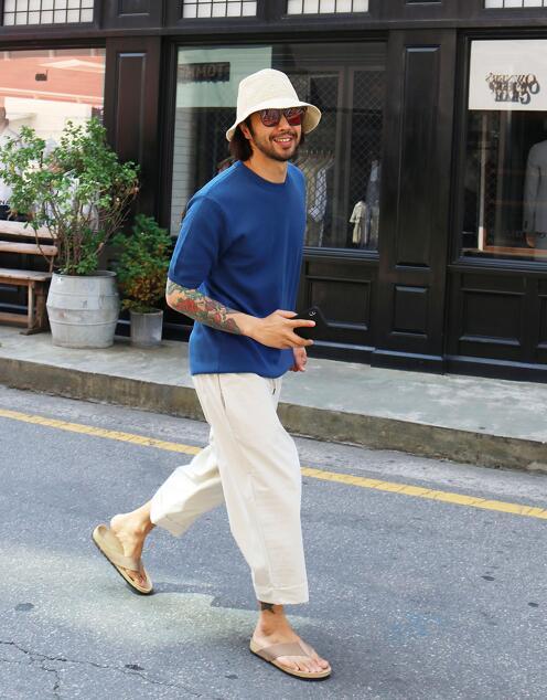 降溫必備的「草編鞋」穿搭:一次照顧今年夏天的「時髦」與「清涼」! - Page 2 | manfashion這樣變型男