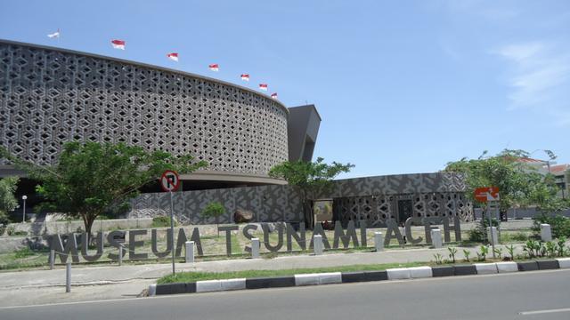 Bongkar Kenangan Tsunami Melalui Museum Tsunami Aceh
