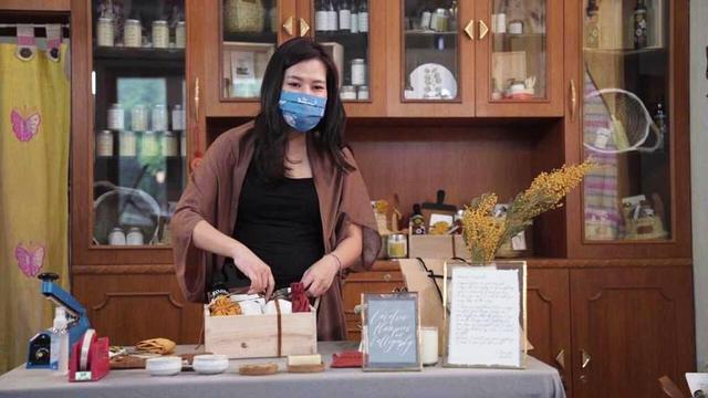 Wanita Ini Bangun Bisnis Hampers Sambil Merawat Ibunya yang Kena Kanker di Jemput Rezeki