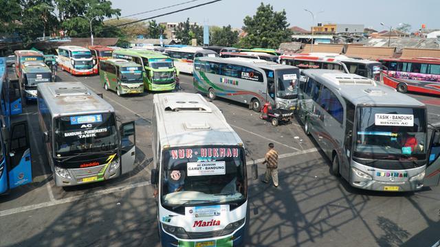 Hasil gambar untuk Jelang Ramadhan, Warga Tinggalkan Bandung Lewat Terminal Cicaheum
