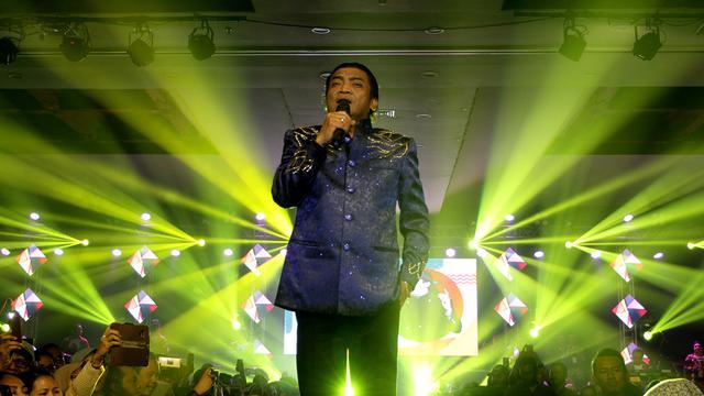 Gaya Ibunda Jokowi Jadi Sobat Ambyar Didi Kempot Regional
