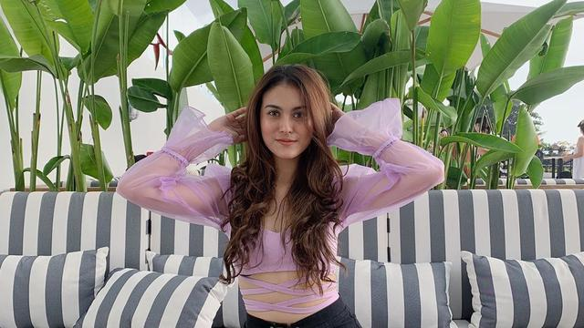 6 Potret Liburan Marcella Daryanani Pemeran Tary dalam Sinetron Anak Langit di Bali