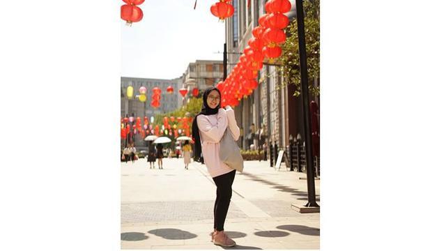 Debelum virus Corona menyebar, Ayu kerap menikmati keindahan jalanan di Wuhan.