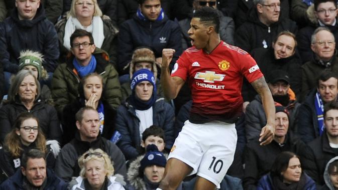 Striker Manchester United, Marcus Rashford, melakukan selebrasi usai membobol gawang Leicester City pada laga Premier League di Stadion King Power, Minggu (3/2). Manchester United menang 1-0 atas Leicester City. (AP/Rui Vieira)