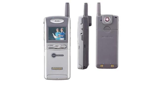 Hasil gambar untuk Bukan Samsung, Ini Ponsel Kamera Pertama di Dunia