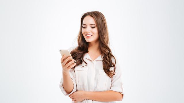 Ilustrasi memegang ponsel