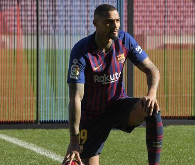 Transfer Pemain Sepak Bola Yang Bikin Dahi Berkenyit Bola