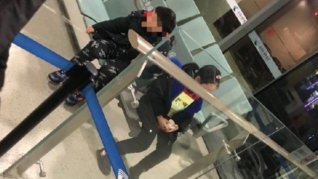 Orang Tua Ini Tega Tinggalkan Anak di Bandara, Alasannya Bikin Kaget