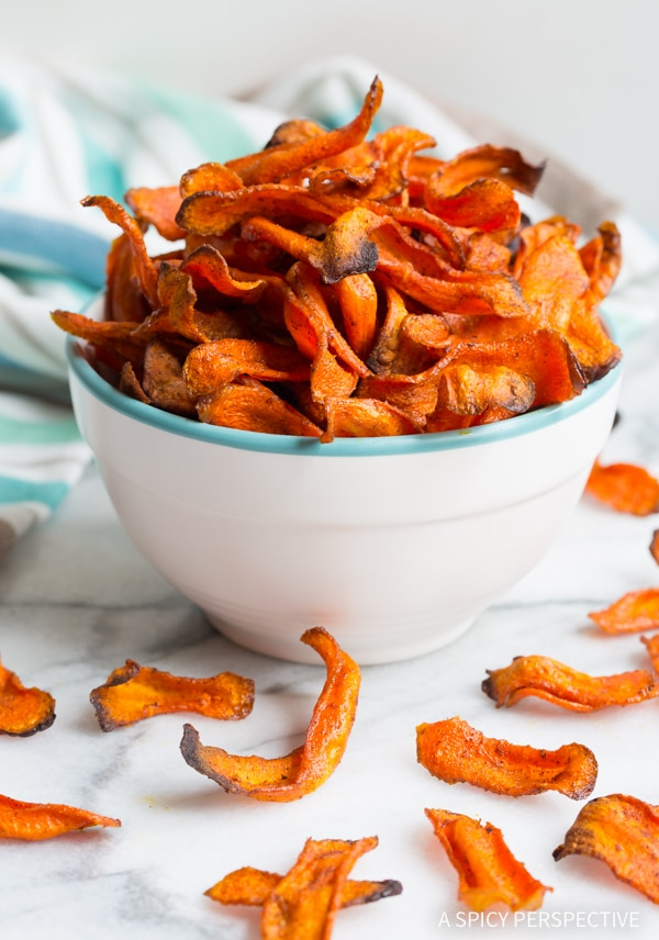 Healthy Baked Carrot Chips Recipe #glutenfree #paleo #vegan