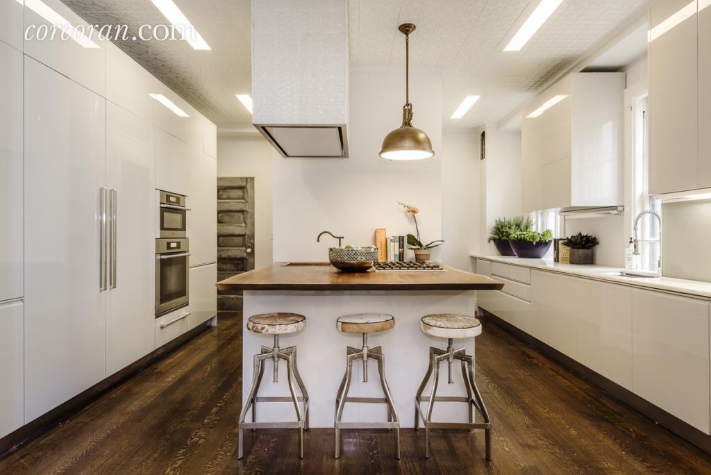 Uma Thurman's kitchen