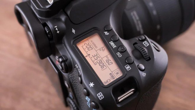 Canon EOS 80D LCD